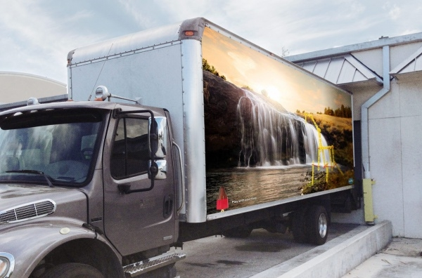 truck moving digital banner ad example